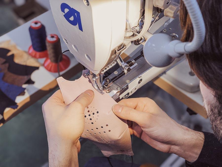 fabrication petit objet en cuir