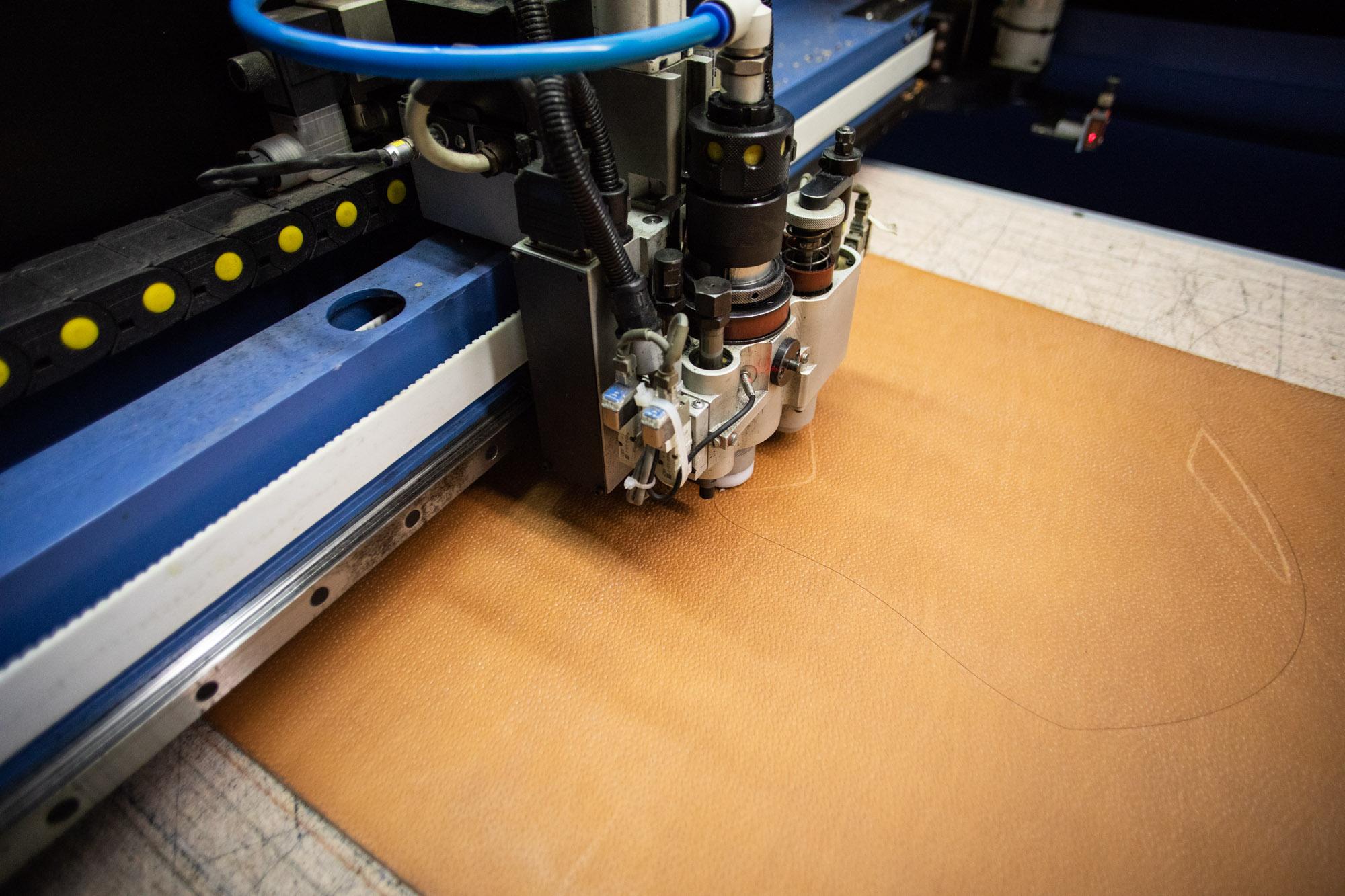 Découvrir l'envers du décor d'une maroquinerie artisanale facon-cuir-decoupe laser